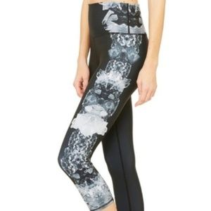 Alo Cropped Leggings With Side Details